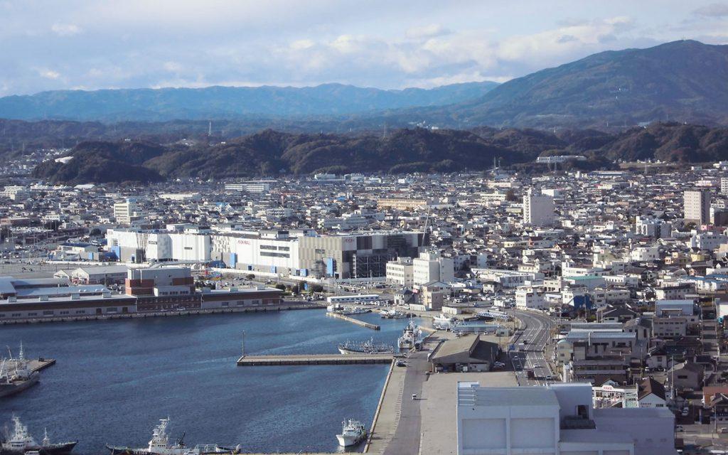 小名浜港とまちなみ